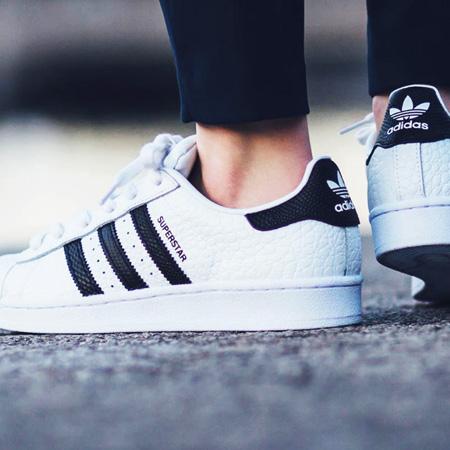 کفش زنانه دخترانه رنگ سفید Adidas سوپراستارهای کره ای